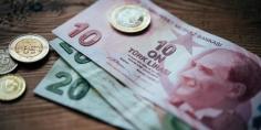 الليرة التركية تهوي مجددا متأثرة بتناقص الاحتياطات النقدية