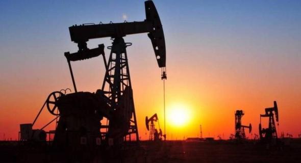 انخفاض سعر النفط بفعل قفزة إصابات كورونا والتوترات بين أمريكا والصين