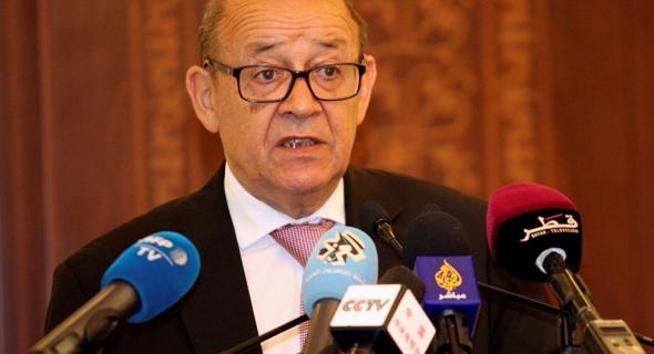 """وزير الخارجية الفرنسي: 9 نساء فرنسيات منتميات لتنظيم """"داعش"""" هربن من مخيم شمالي سوريا"""