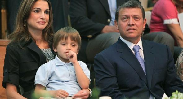 """الكشف عن شخصية """"انتزعت فتيل الأزمة"""" بين الملك الأردني والأمير حمزة.. صور وفيديو"""