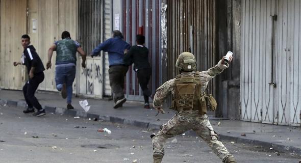 """الجيش اللبناني يدفع بتعزيزات إضافية لاحتواء اشتباكات """"طائفية"""" مسلحة جنوبي بيروت"""