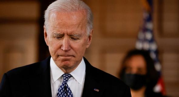 البيت الأبيض يكشف عن الحالة الصحية لبايدن بعد سقوطه على سلم طائرة الرئاسة