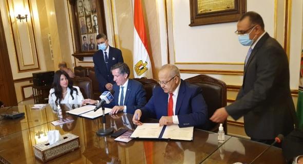 """""""التعليم العالي"""" توقع اتفاقية تعاون مع الوكالة الجامعية للفرنكوفونية لإنشاء مقر لها بجامعة القاهرة"""