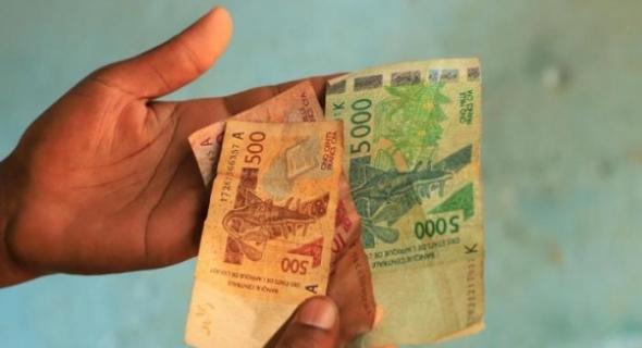 """نيجيريا: الرئاسة تدعو لتأجيل إطلاق عملة """"إيكو"""""""