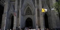 عاجل.. إعتقال شخص يحمل قارورتي بنزين في كاتدرائية القديس باتريك في نيويورك