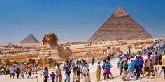 مصر تستقبل 3.5 مليون سائح في النصف الأول من العام االحالي والإيرادات تصل لنحو 4 مليارات دولار