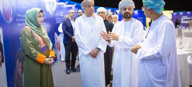 وزير الإعلام العماني  يدشن منصة عمانتل للتطوع بالوقت في حفل إفطار الإعلاميين السنوي بالسلطنة