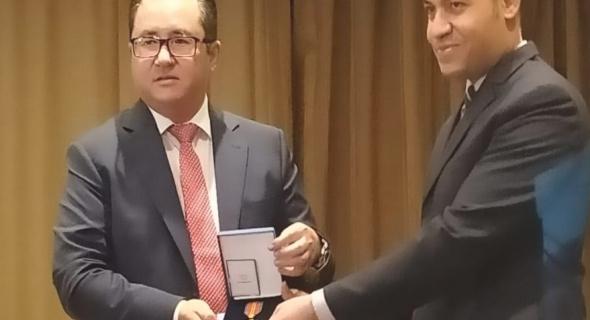 رئيس كازاخستان يمنح مدير عام البحوث بالأوقاف أعلى وسام للأجانب