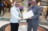 شبكة إعلام المرأة العربية تكرم وكيلة مدرسة التربية الفكرية بالخانكة