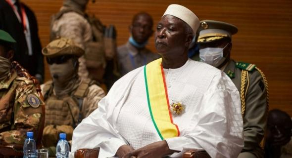 اعتقال الجيش للرئيس ورئيس الوزراء يعمق الأزمة السياسية في مالي