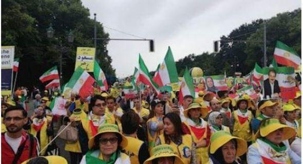 مريم رجوي لمتظاهري برلين: نظام الملالي وقع في الفخ.. وعجلة حكمهم إلى منحدر السقوط
